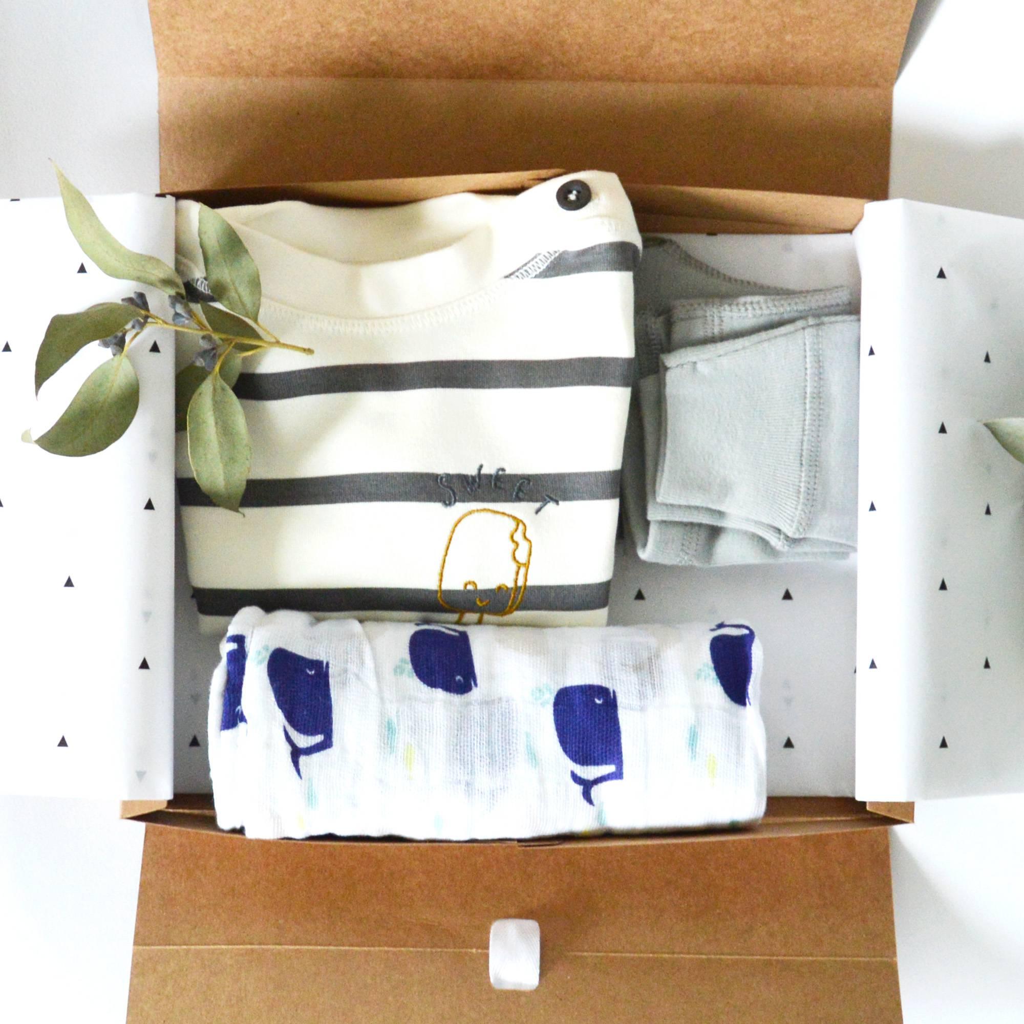 Au reve eveille – coffret cadeau bebe – tenue marin garcon – visuel coffret
